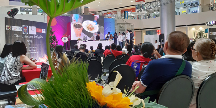 Students of IChef Davao with Thai Masterchefs at SM City Davao.