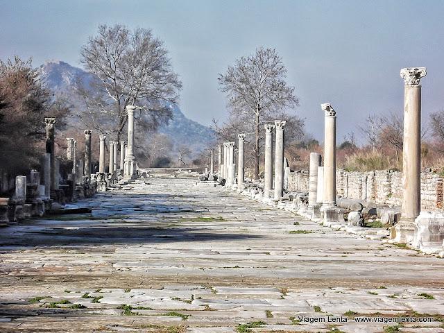 Rua de Éfeso que levava ao antigo porto