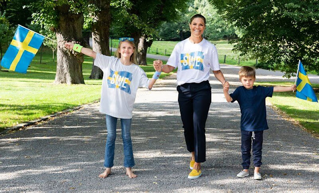 The Crown Princess shared a new photo taken at Haga Castle showing Princess Estelle and Prince Oscar together.
