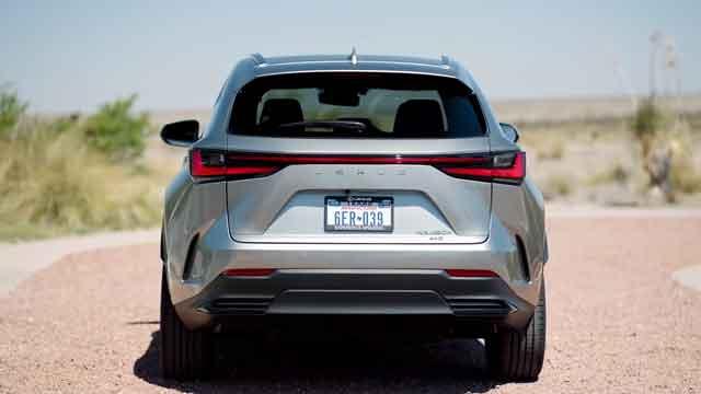 التصميم الخارجي لسيارة لكزس NX 2022