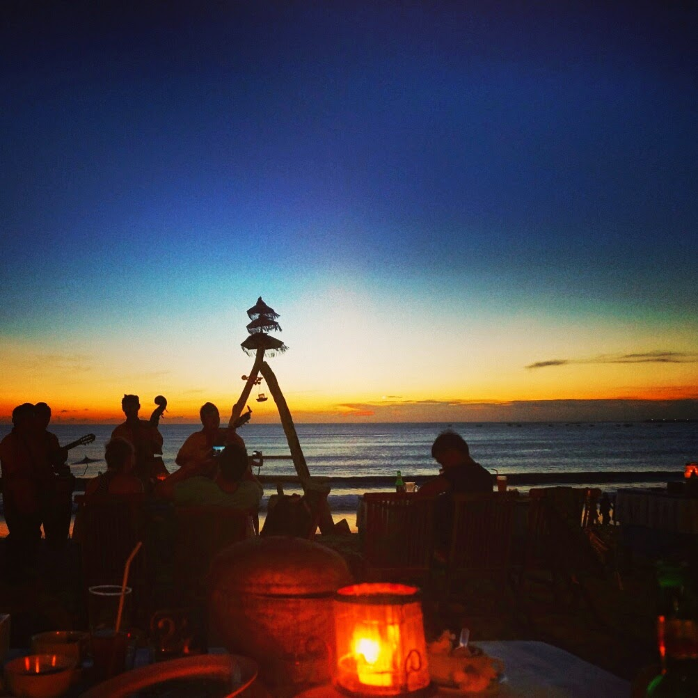SUNSET SEAFOOD DINNER WITH LIVE BAND AT JIMBARAN BALI