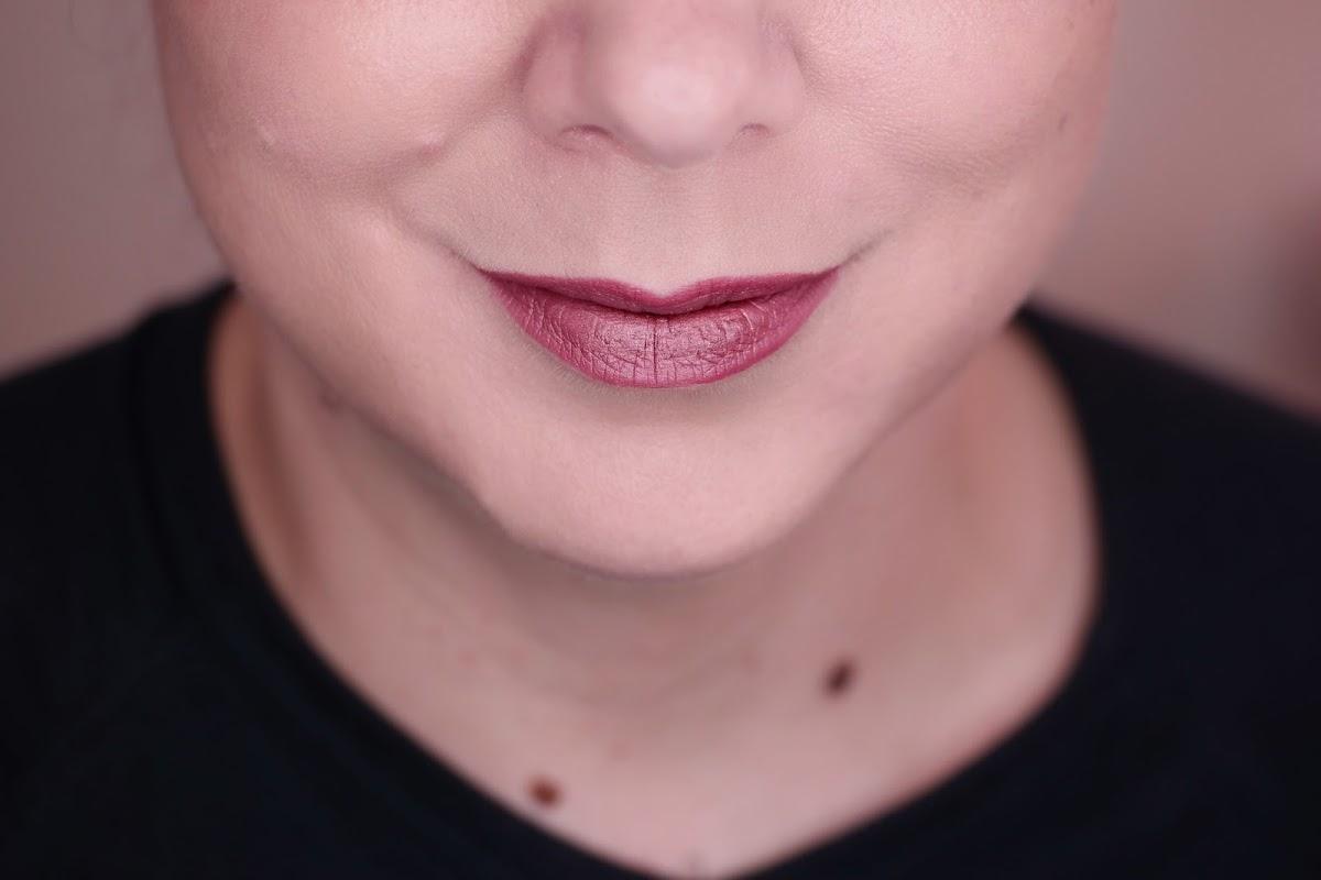 Rosenholzton für die Lippen