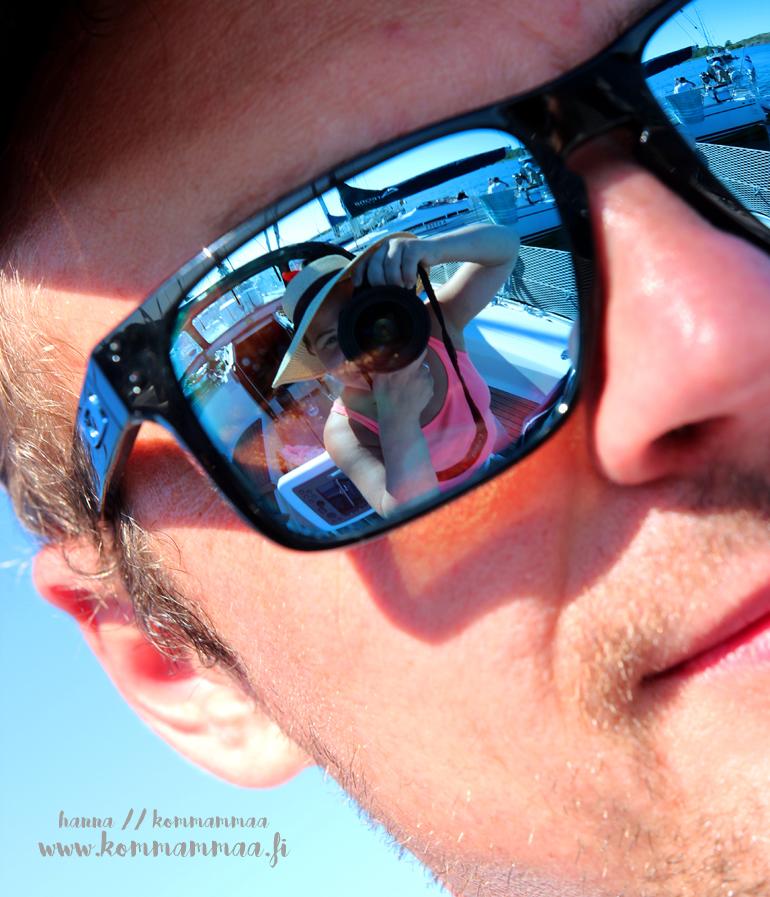 selfie aurinkolasien heijastuksesta