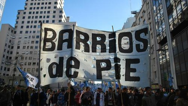 Argentinos bloquean calles en protesta por tarifazo de Macri