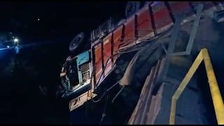 मोरटक्का नर्मदा नदी के पुल पर हुई ट्रक ओर ट्रैक्टर की भीषण टक्कर, दो लोंगो की हुई मौत