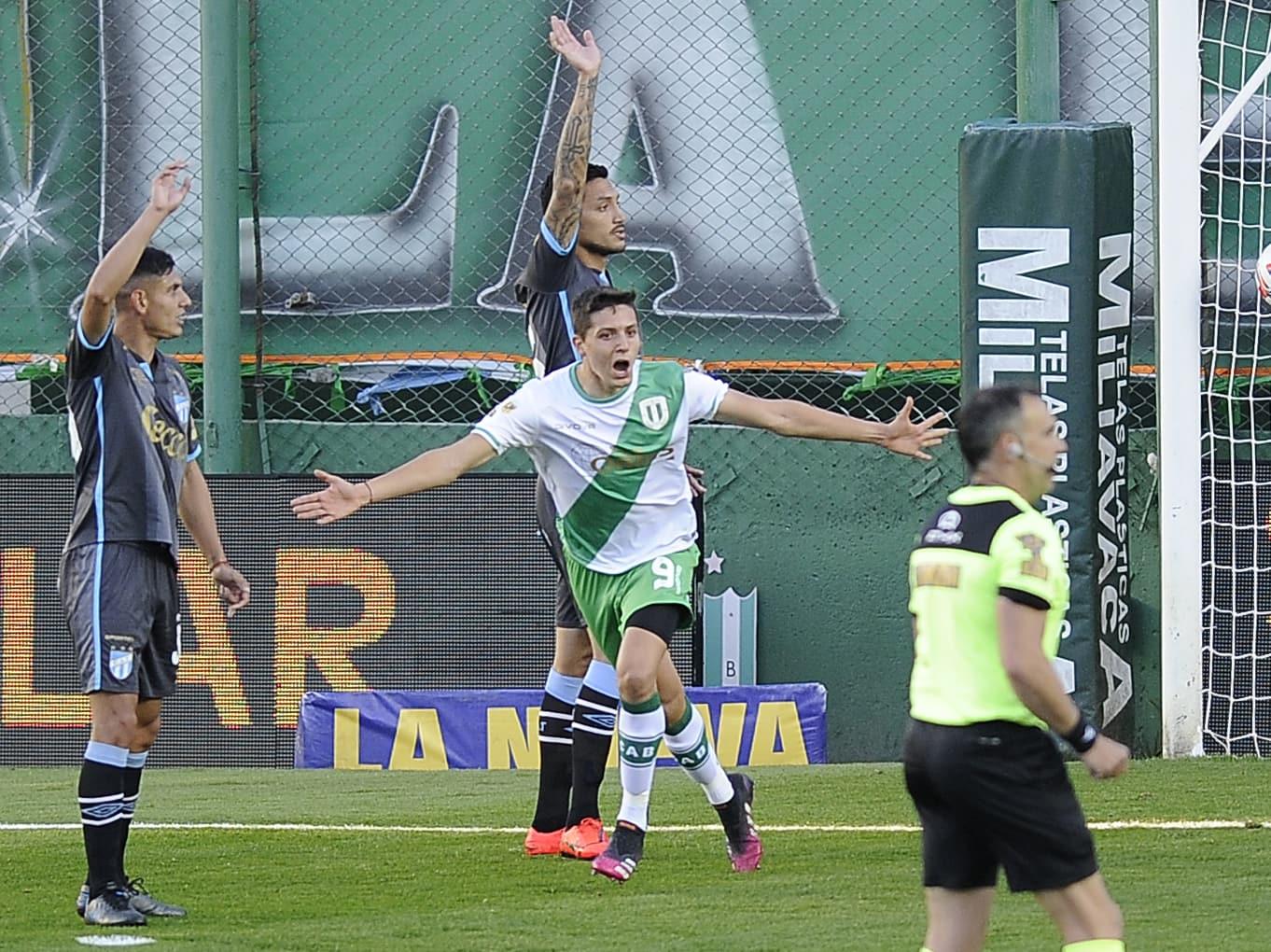 Banfield logró su primera victoria de local ante Atlético Tucumán