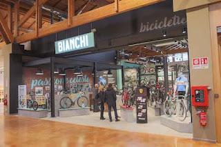 Foto del Bianchi Bike Store al FICO Eataly World di Bologna