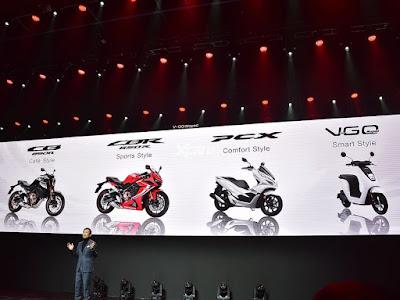 Honda PCX dirilis bersamaan dengan 3 motor lain