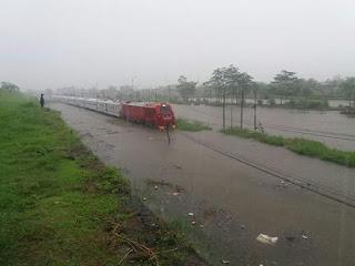 Curah Hujan Tinggi , Jalur Kereta Api Tanggulangin-Porong Terendam Hingga 39cm
