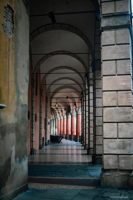 Portyki Bologna Dom z Kamienia