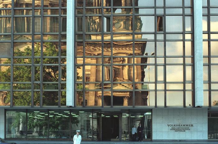Berlin, Volkshammer, Maison du Peuple, cathédrale, Berliner Dom, Forum Humbold, © L. Gigout, 1990