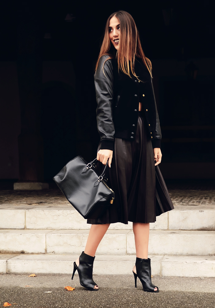 alison liaudat, blog mode suisse, Fashion blogueuse from Switzerland, plisses skirt, pleated, burgundy, dark lips, make-up,
