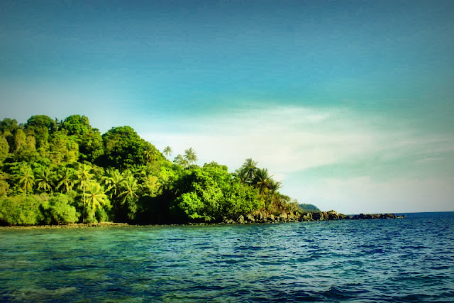 Pemandangan Indah di Pulau Lemukutan