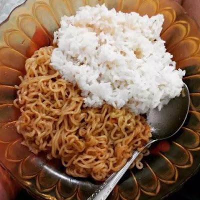 mie instan dan nasi