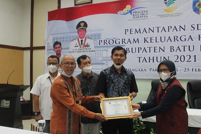 Dimasa Zahir, PKH Batu Bara Kembali Terima Penghargaan Kabupaten Terbaik
