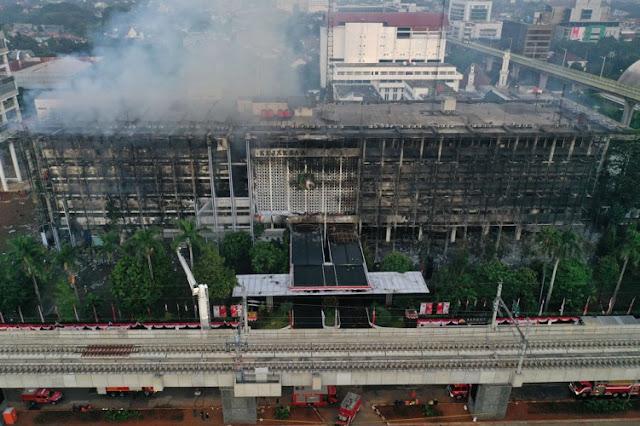 Hukuman 15 Tahun Maksimal Pelaku Pembakaran Gedung Kejagung.