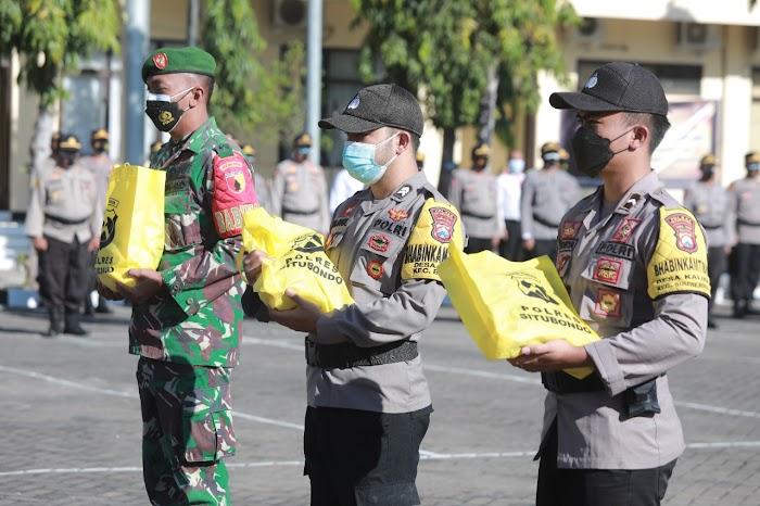 Polres Situbondo Salurkan 5.000 paket Bantuan Sosial dari Pemerintah untuk masyarakat Terdampak Pandemi Covid-19 dan kebijakan PPKM Level 4.