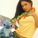 Andrea Rincon, Selena Spice Galeria 13: Hawaiana Camiseta Amarilla Foto 37