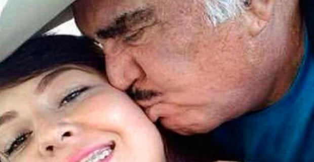 VIcente Fernandez a sus 78 años conquistó a una joven de 20 años - Por la Plata Baila el Mono