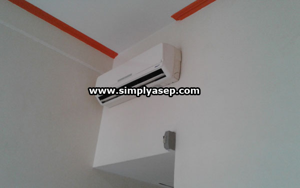 ROOM COOLING: Standard AC facilities with adjustable temperatures are also available at the Sentosa Hotel Singkawang. Photo of Asep Haryono