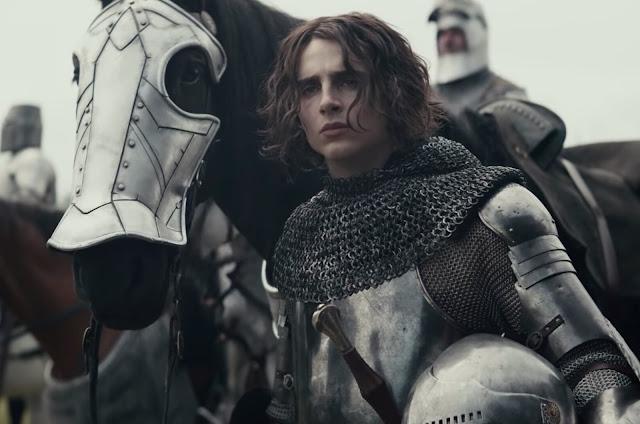 O Rei | Timothée Chalamet e Robert Pattinson entram em guerra no novo trailer