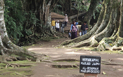 Objek Wisata Makam Godog Garut Jawa Barat