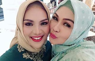 Lulu Zakaria Selfie