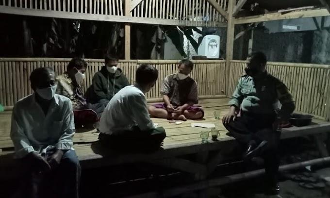 Dekatkan Diri Dengan Warga, Personil Polsek Kragilan Ajak Yuk Ngopi Wae