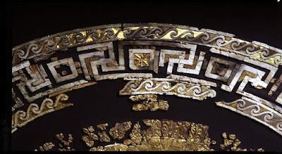 Η χρυσελεφάντινη ασπίδα από τη χρυσοποίκιλτη πανοπλία του Φιλίππου Β'