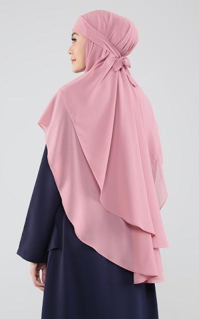 Plain Bergo Hijab.