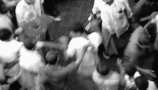 Diduga Hendak Rusak Masjid di Surabaya, Seorang Pria Dimassa Warga