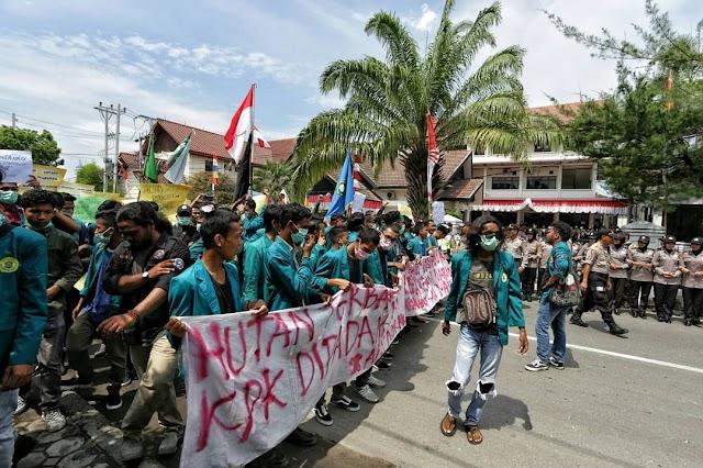 Ratusan Mahasiswa Gelar Aksi Tuntut RKUHP DAN UU KPK