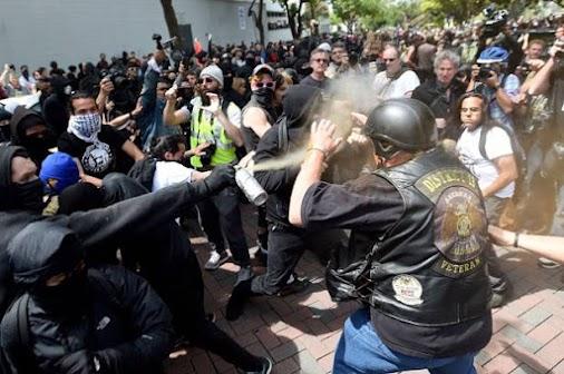 http://www.vanguardnews.ca/2017/08/antifa-members-tell-war-veteran-to-fck.html #antifa #antifaprotest...