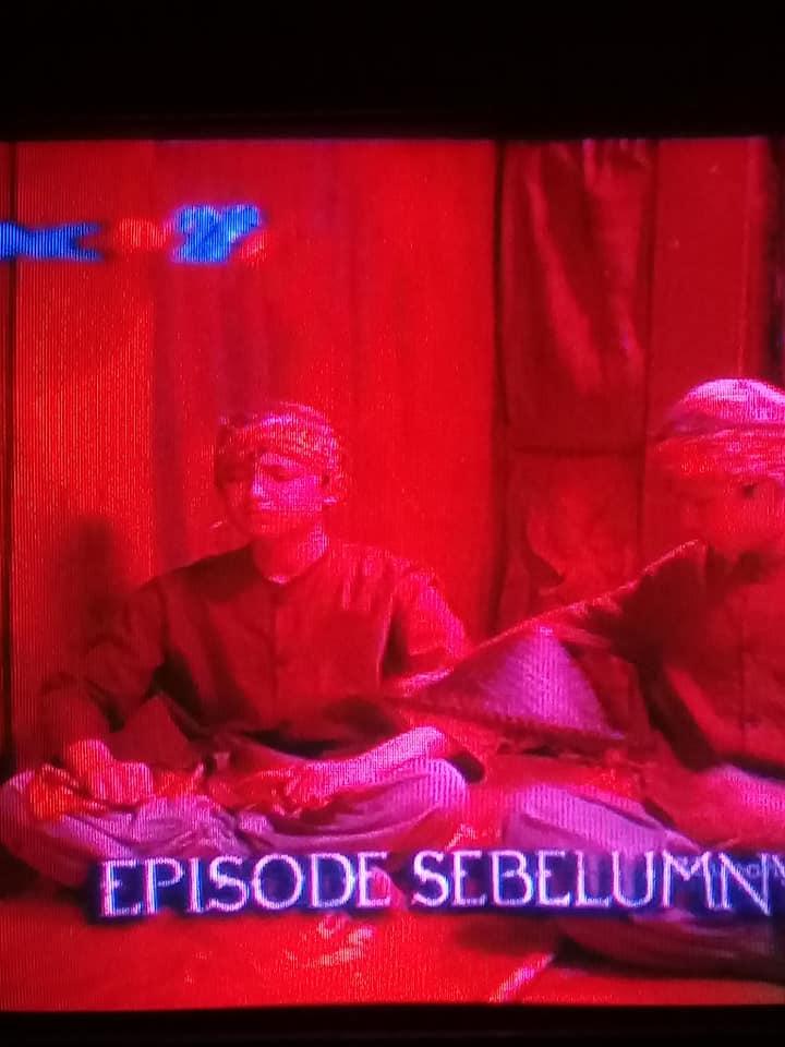 Tv Polytron u-slim gambar merah
