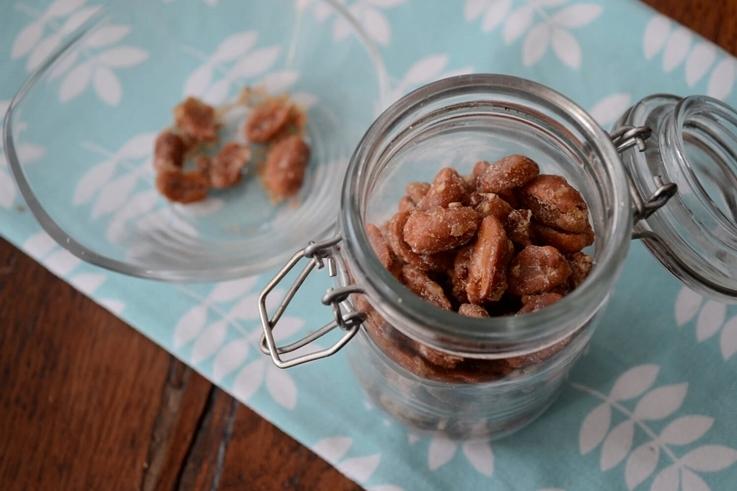 Cacahuetes con miel y sésamo salado