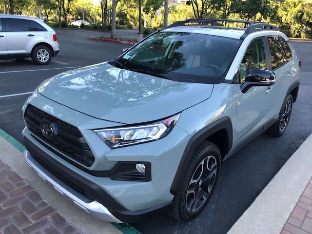 Front 3/4 view of 2019 Toyota RAV4 Adventure AWD