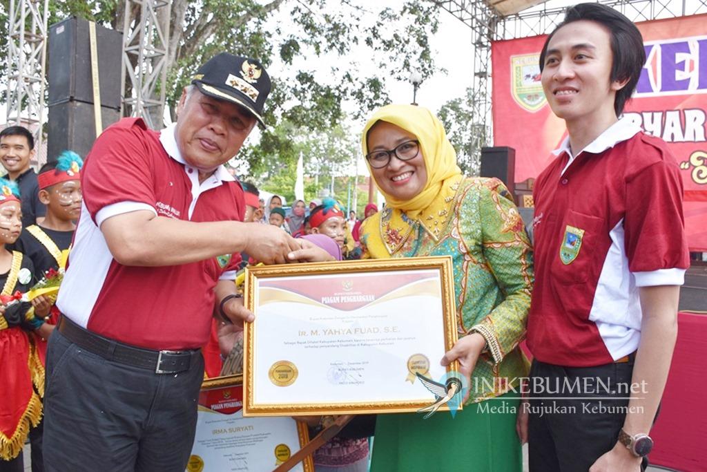 Mantan Bupati Yahya Fuad Terima Penghargaan Bapak Difabel Kabupaten Kebumen