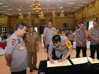 Kapolrestabes Medan: Kombes Pol Dr Dadang Hartanto SH SIK MSi Tandatangani MoU di Hadapan Kapolda Sumut