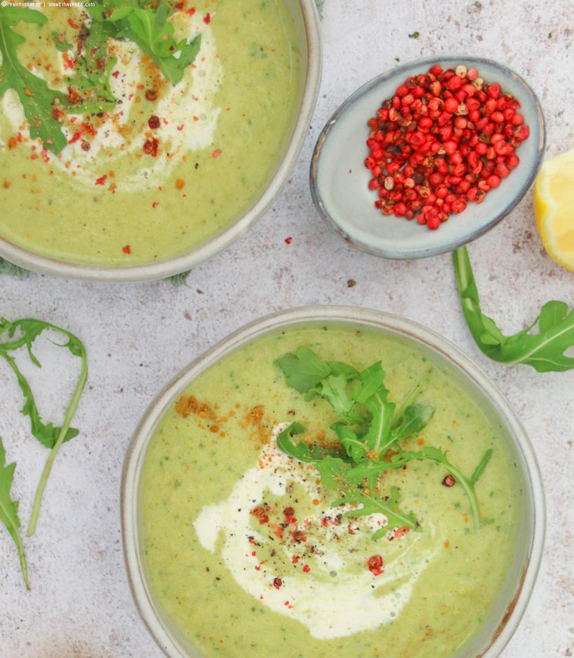 gesunde Brokkolistamm-Ruccola-Suppe