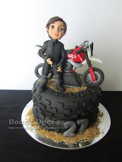 Bolo de aniversário com a moto do Manuel