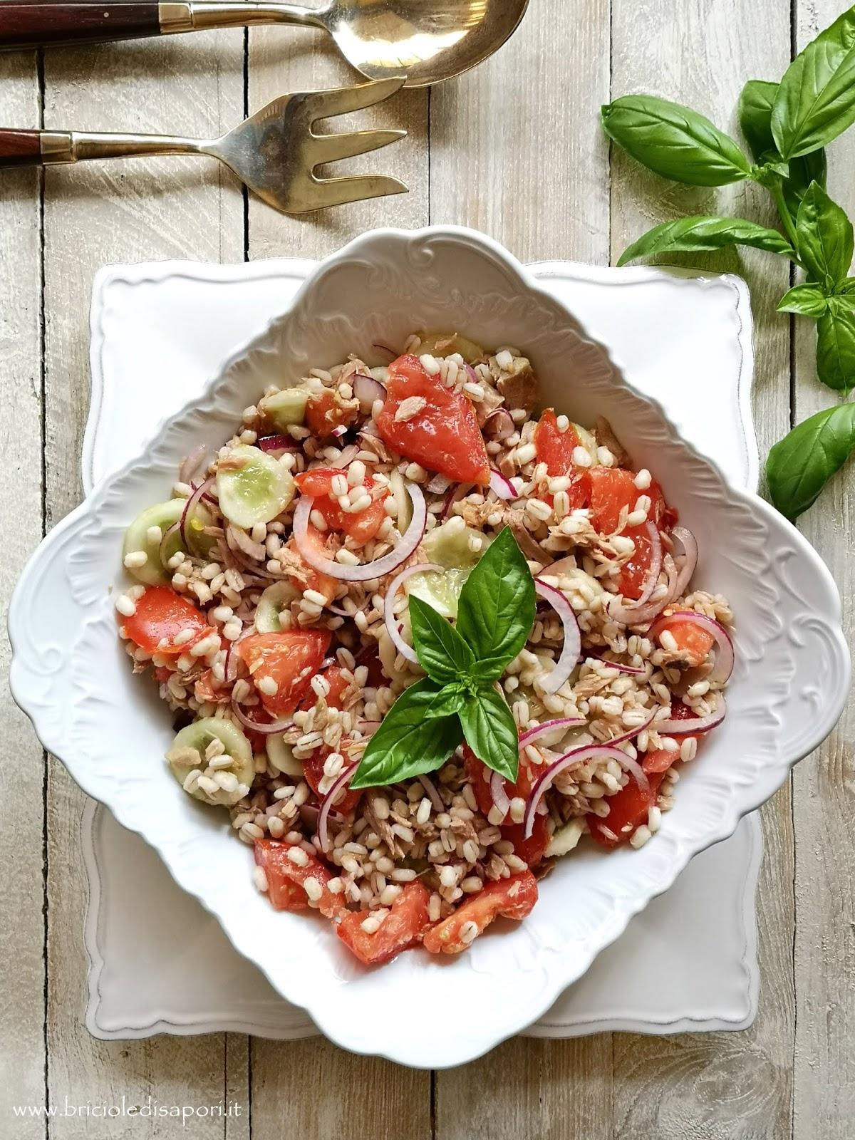 orzo freddo in insalata con tonno cetrioli e pomodori