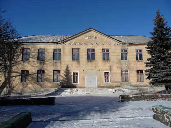 Селидово. Закрытая школа на бульваре Шахтёрской Славы