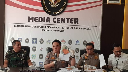 Perusuh 22 Mei Juga Punya Rompi Antipeluru Bertuliskan 'Polisi'
