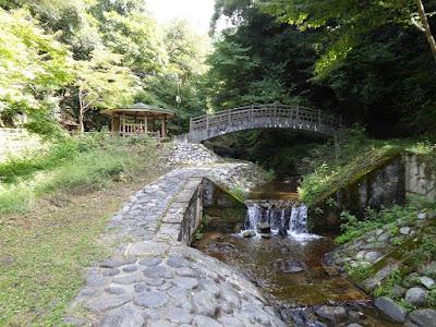 源氏の滝(交野市) あずま屋