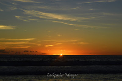 Pantai Batu Belig dibalik matahari tenggelam - Backpacker Manyar