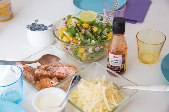 kalatacot ja mangosalsa sekä chilikastiketta