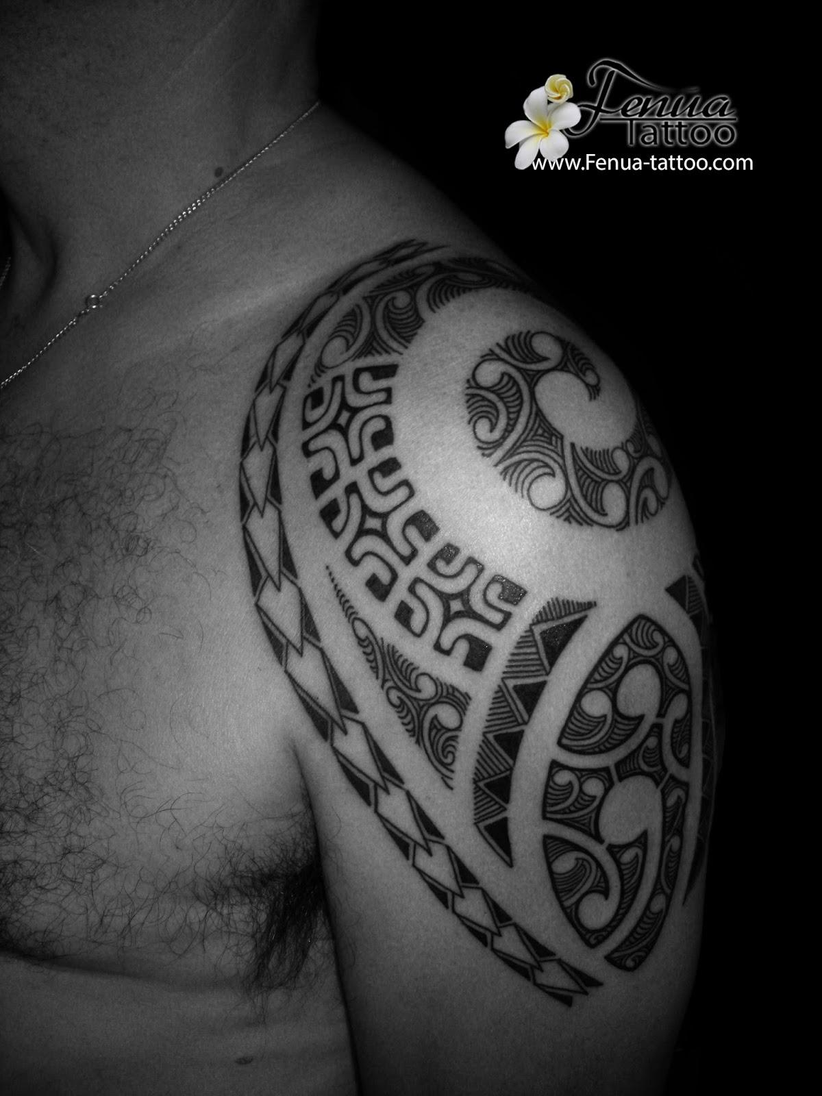 Tatouage raie polynesien fashion designs - Tatouage polynesien tortue ...