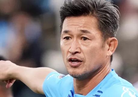 Renova com Yokohama FC e jogará aos 54 anos