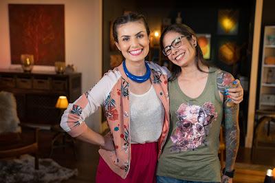 A especialista em finanças pessoais Nathalia Arcuri e a tatuadora Stephanie Umeda. Crédito: Ricardo Carvalheiro / Endemol Shine Brasil