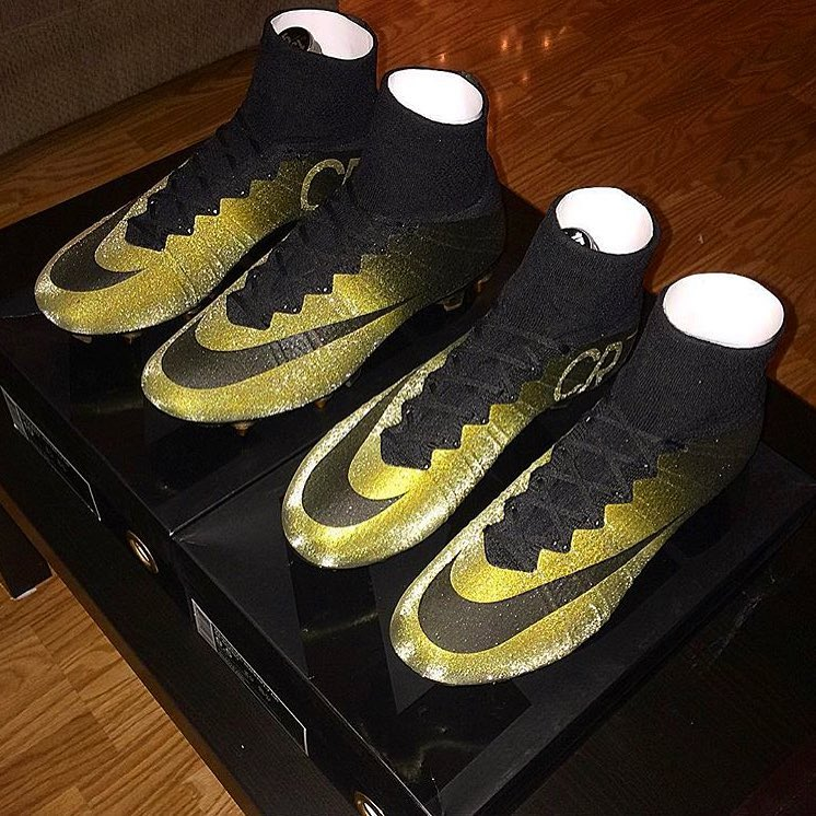 75e0dabfd ... steps how they created the really stunning custom Nike Mercurial Vapor  version that ...